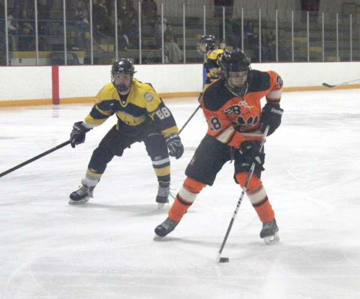 Justin Warta captained the 2015 Mississippi Valey Club Hockey Association championship team that went 22-0. It was the fourth straight MVCHA championship for the Tigers.