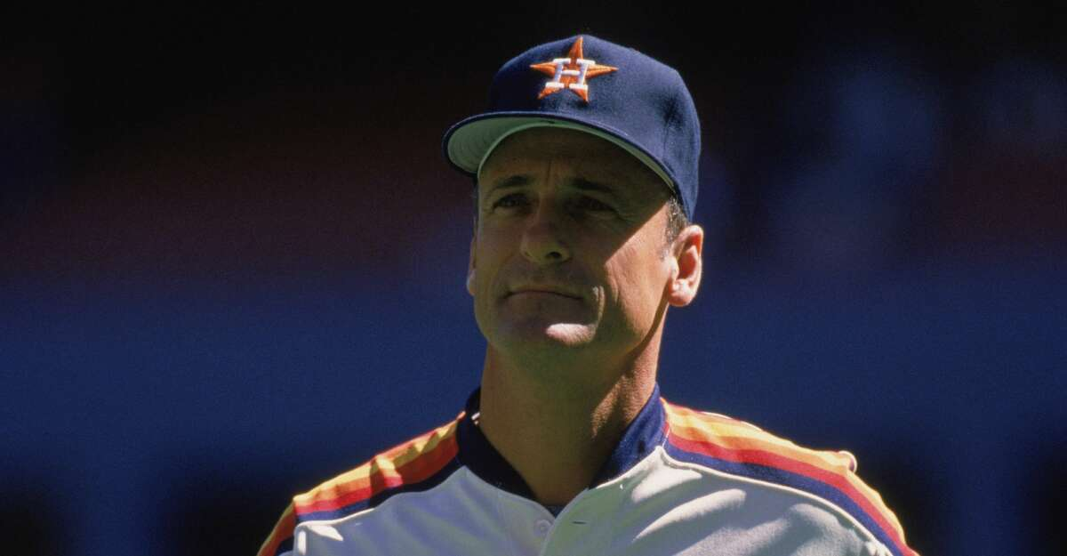 Manager Art Howe of the Houston Astros walks on the field during a MLB (Major League Baseball) game in 1989. (Photo by Rick Stewart /Getty Images)