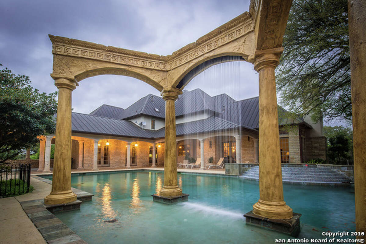 Waterfalls are a popular pool trend in Texas. They come in many different shapes and sizes, and can be constructed out of bricks, stones or other building materials.