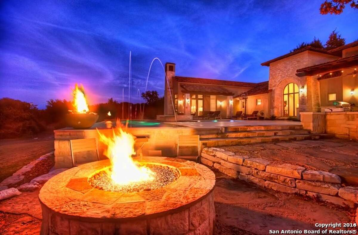 A fire pit can offer not only a great and cozy way to warm up after a chilly swim, but a wonderful way to entertain visitors.