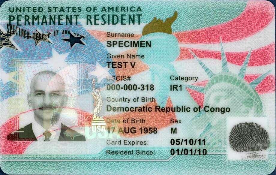 Fotografía sin fecha proporcionada por el Servicio de Ciudadanía e Inmigración de Estados Unidos (USCIS, por sus siglas en inglés) de una muestra de la tarjeta de residencia permanente. Photo: USCIS /Associated Press / U.S. Citizenship and Immigration Service