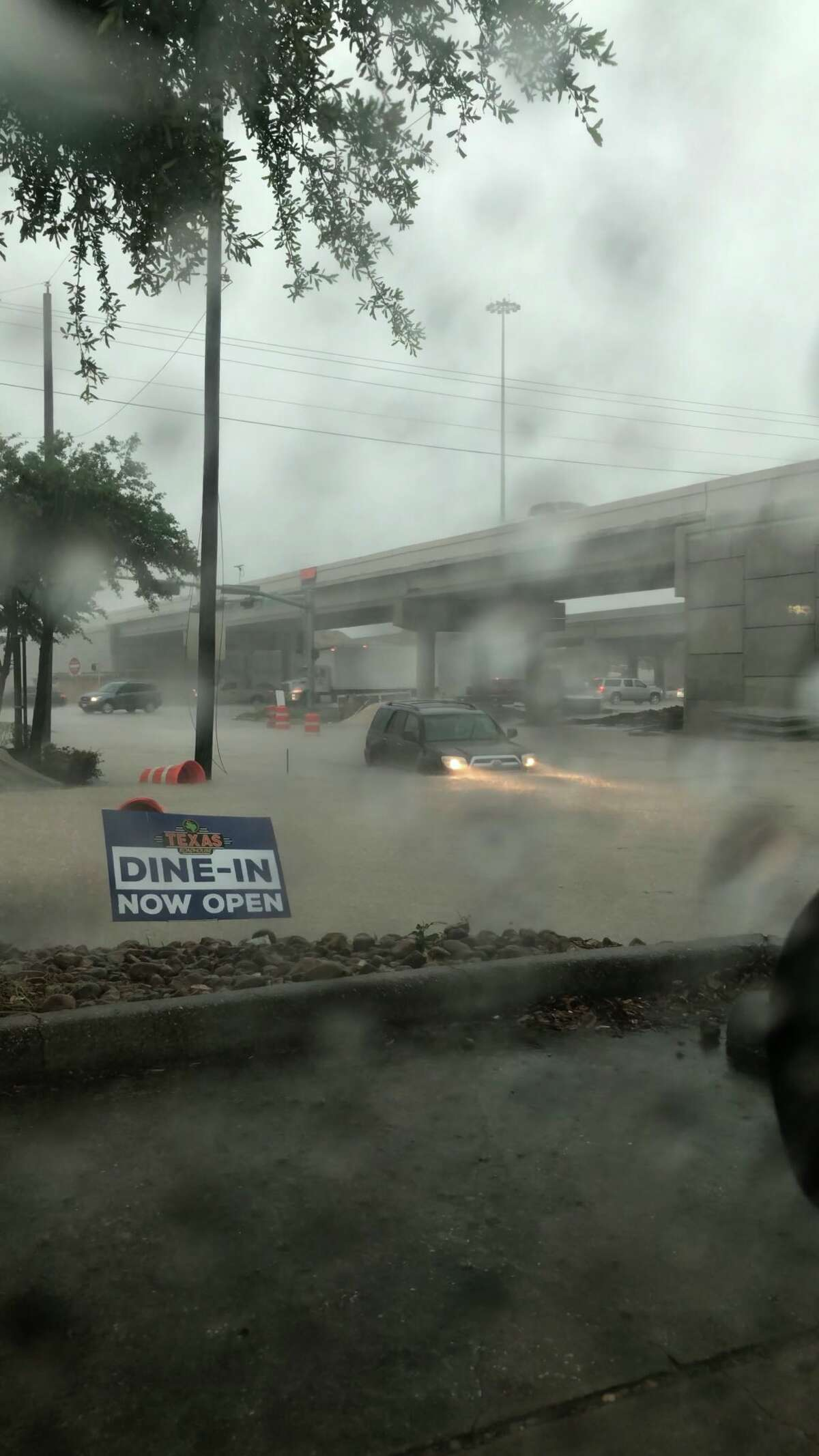 Flooding on May 15 on a Houston highway. Photo: Manny_Frescon/@immannypatino on Twitter