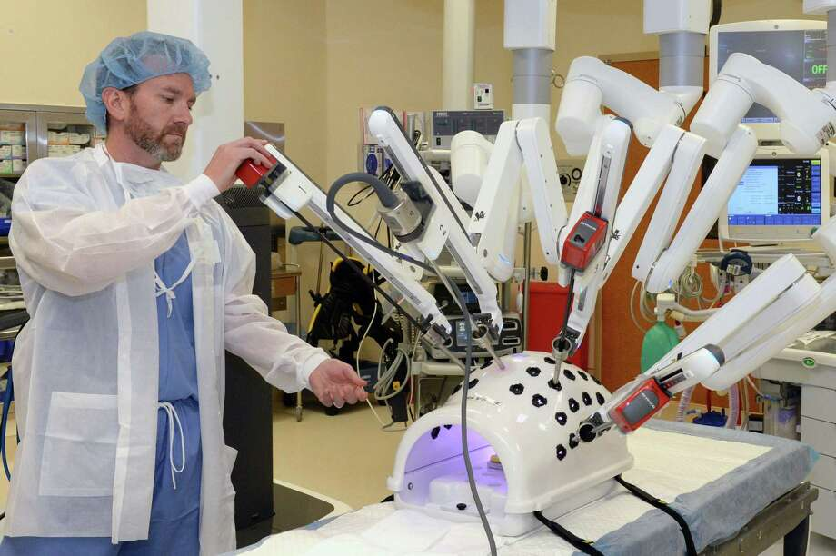 Joseph Cervenka demonstrates the da Vinci Xi surgical robot in an operating room at Houston Methodist West Hospital.The hospital has resumed all services and procedures. Photo: Craig Moseley, Houston Chronicle / Staff Photographer / ©2019 Houston Chronicle