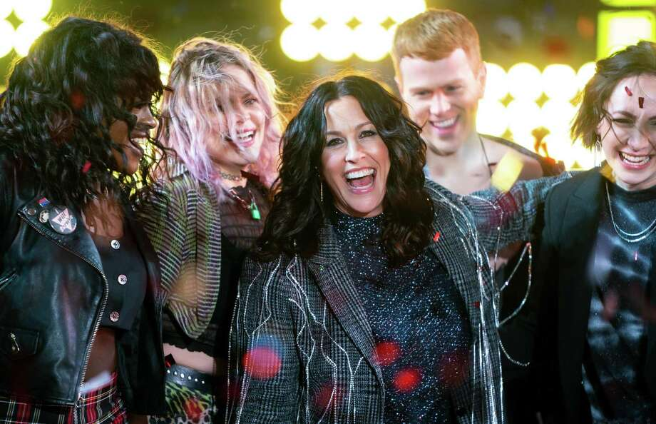 "Alanis Morissette celebrates New Year's Eve on Times Square with members of the ""Jagged Little Pill"" cast . Photo: Michael Stewart /WireImage / Getty Images / 2019 Michael Stewart"