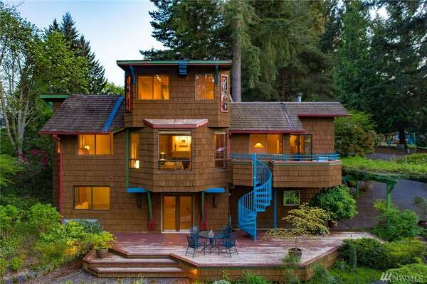 Funky enough for Heart's Nancy Wilson, now can be funky enough for you: this one of a kind Kirkland Highlands 凯发k8地址home asks $1.2M