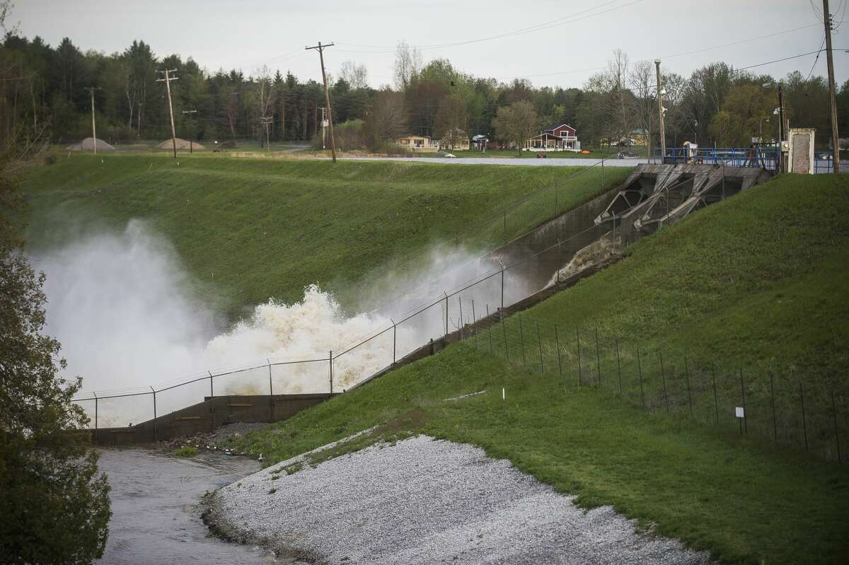 Water rushes through the Edenville Dam after an evacuation order the night before for residents of Sanford and Wixom Lakes, warning of