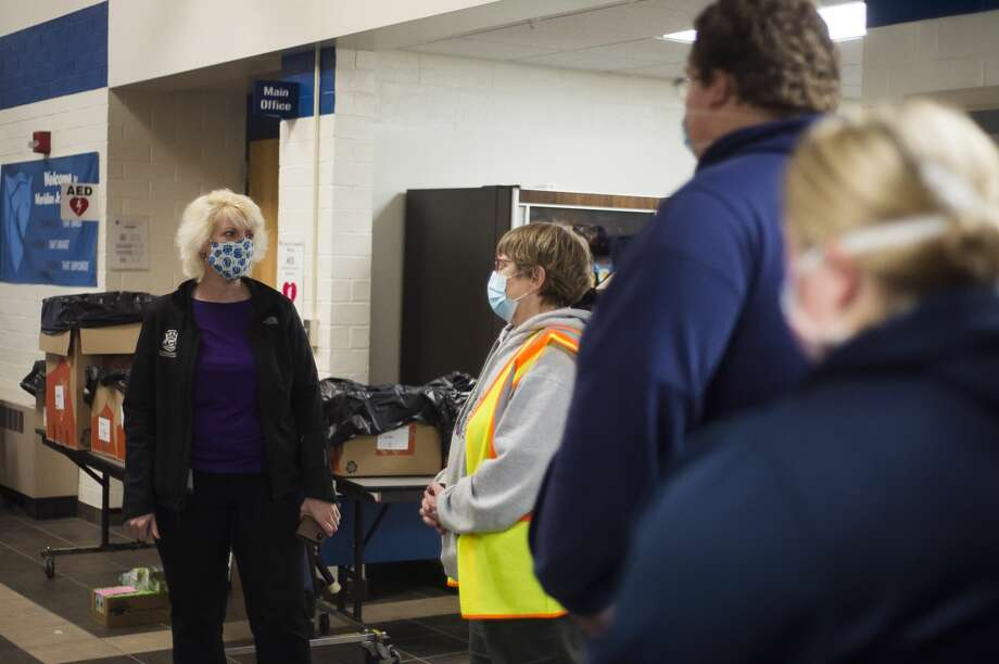 "State Rep. Annette Glenn speaks with volunteers at an emergency shelter at Meridian Junior High for residents of Sanford and Wixom Lakes Tuesday, May 19, 2020 after an evacuation order the night before warning of ""imminent dam failure."" (Katy Kildee/kkildee@mdn.net) Photo: (Katy Kildee/kkildee@mdn.net)"