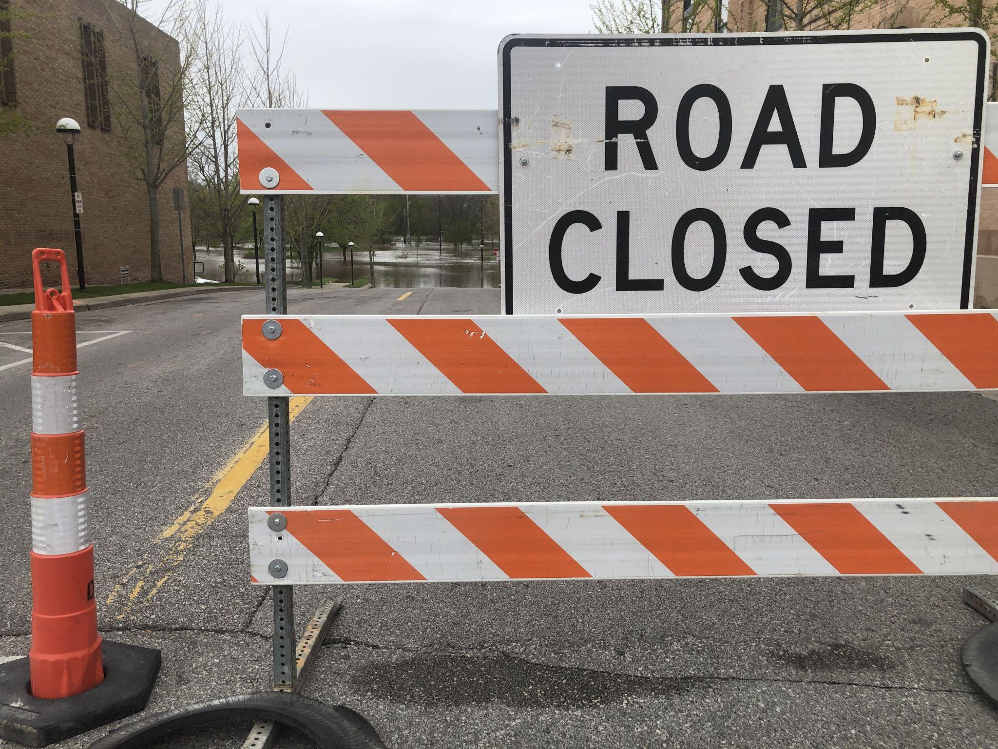 W. Sugnet Road entre Orchard Drive, Valley Drive se cerrará el martes 19 de octubre