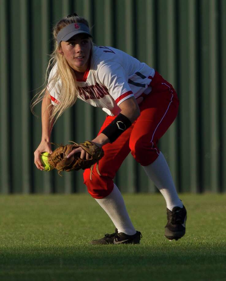 Splendora left fielder Keeley Wright (2) fields a single by Ashley Patterson #1 of Shepherd during the second inning of a District 21-4A high school softball game, Tuesday, March 26, 2019, in Splendora. Photo: Jason Fochtman, Houston Chronicle / Staff Photographer / © 2019 Houston Chronicle