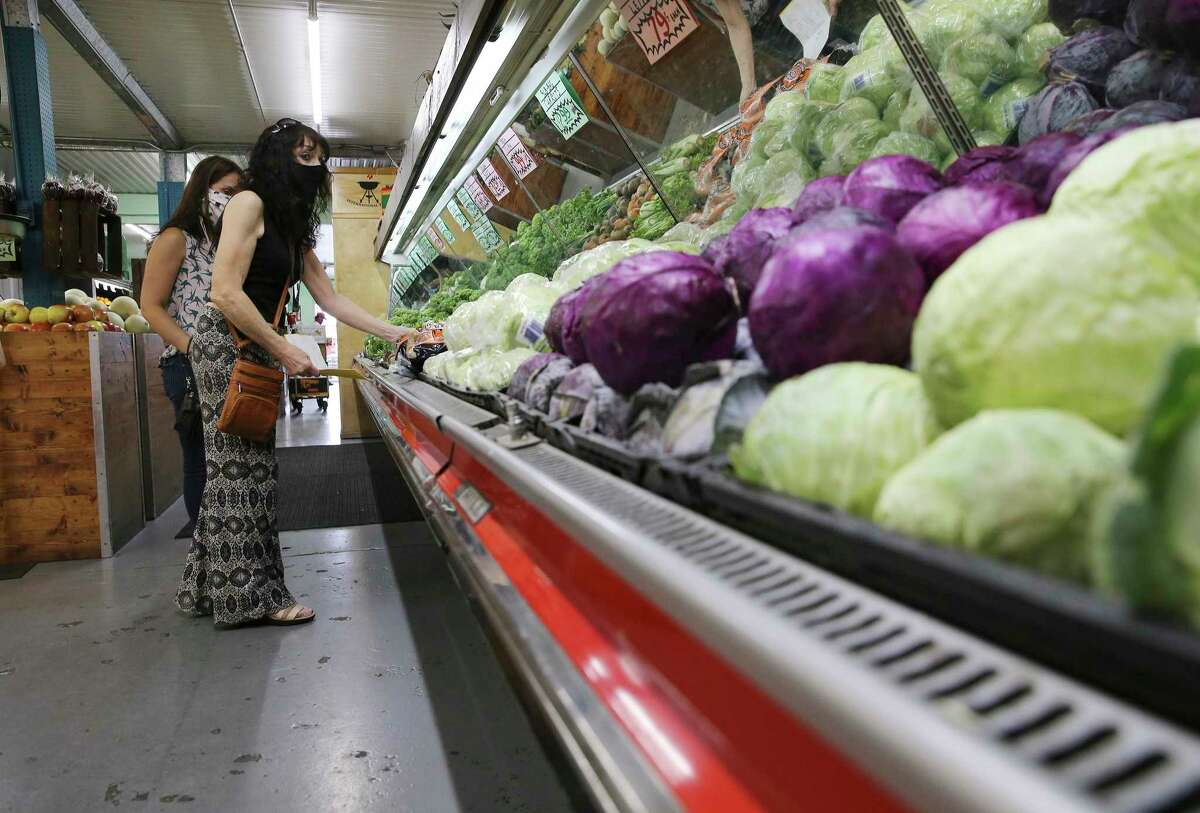 Student-run website allows you to check how busy grocery stores are in Seattle before shopping.
