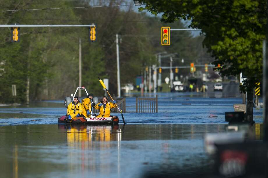 Saginaw Road is closed at Drake due to water over the road as floodwater rises in Midland Wednesday, May 20, 2020. (Katy Kildee/kkildee@mdn.net) Photo: (Katy Kildee/kkildee@mdn.net)