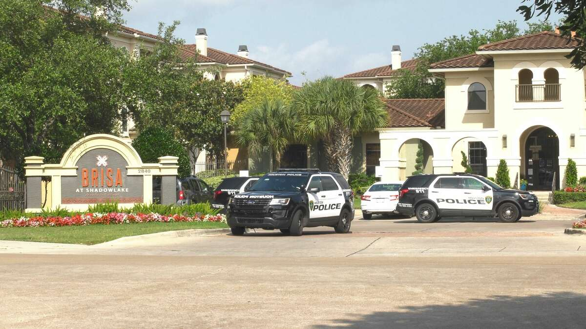 Houston police investigate a deadly shooting in the 2800 block of Shadowbriar Drive on Wednesday, May 20, 2020.