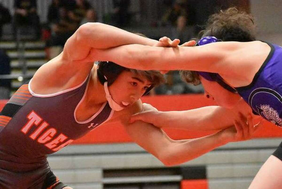A two-year performer at the varsity level, Grant Matarelli was a state qualifier as a sophomore in 2019. He finished the season 39-10 and was an All-Southwestern Conference first-team selection after winning a regional championship and taking third at the sectional.