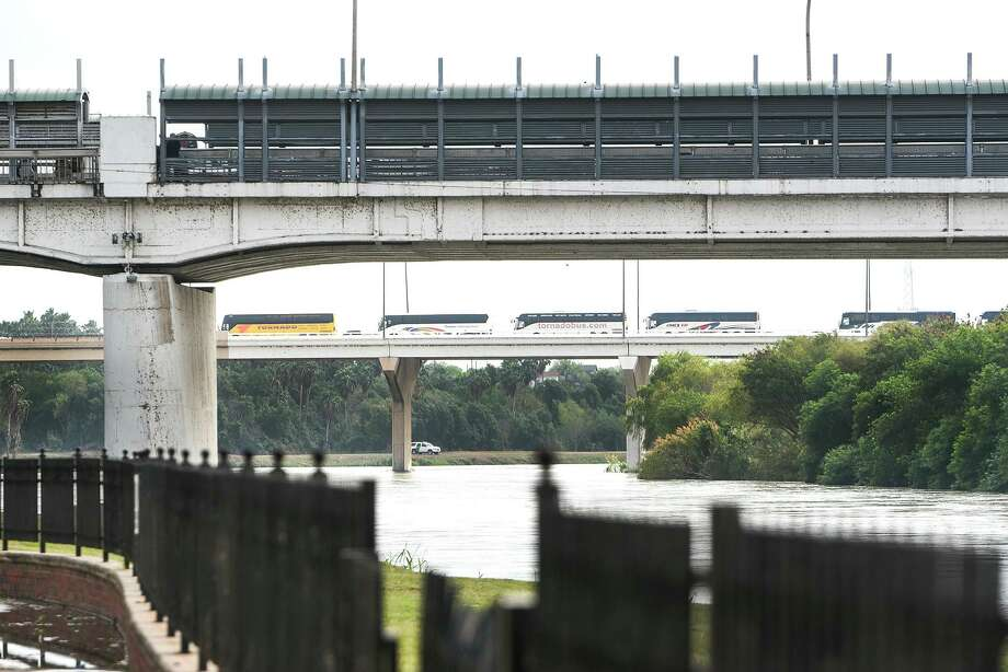 Laredo City Council is petitioning for the federal government to open more lanes at the city's international bridges. Photo: Danny Zaragoza / Laredo Morning Times File