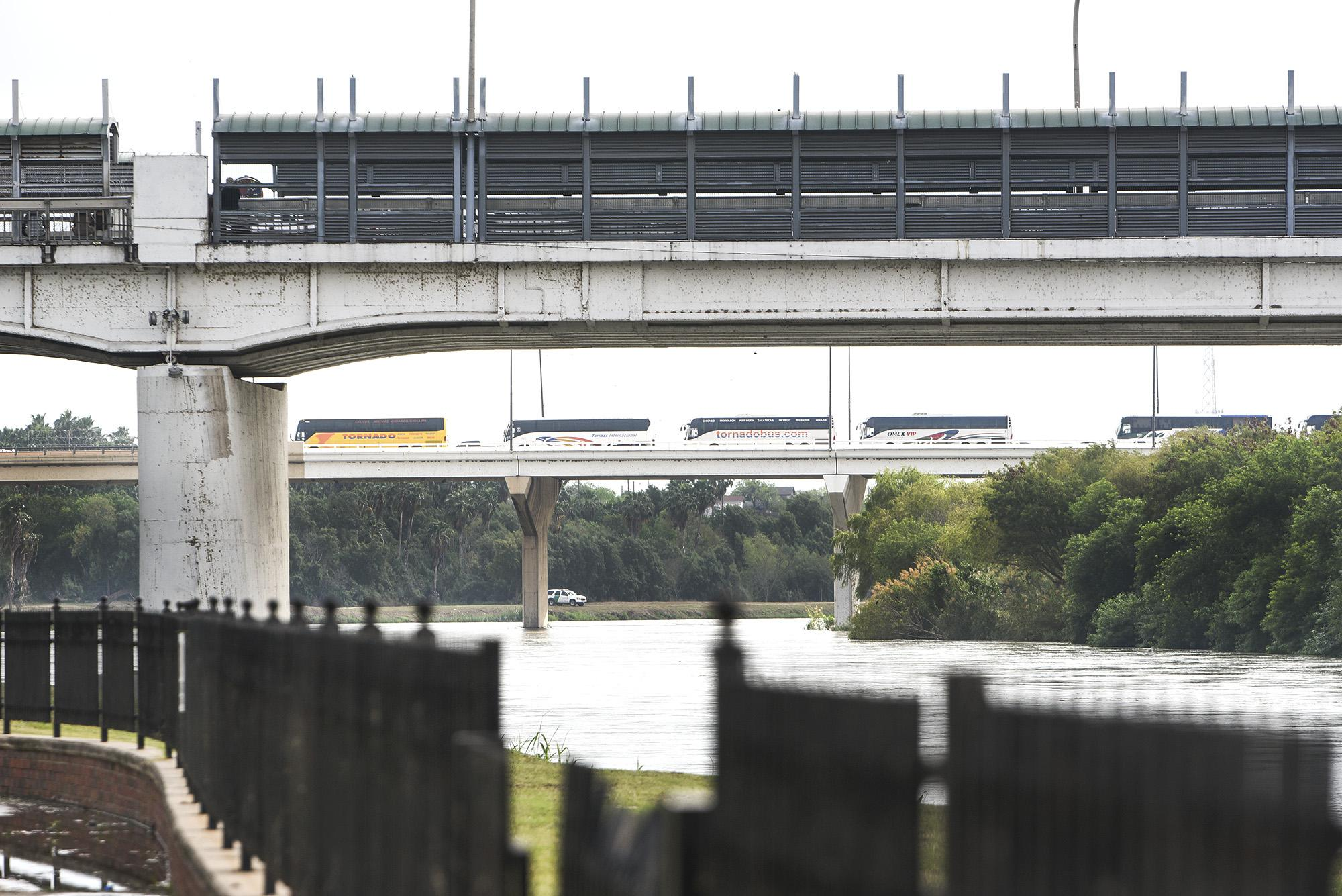 Laredo petitions federal government to open more northbound lanes at international bridges