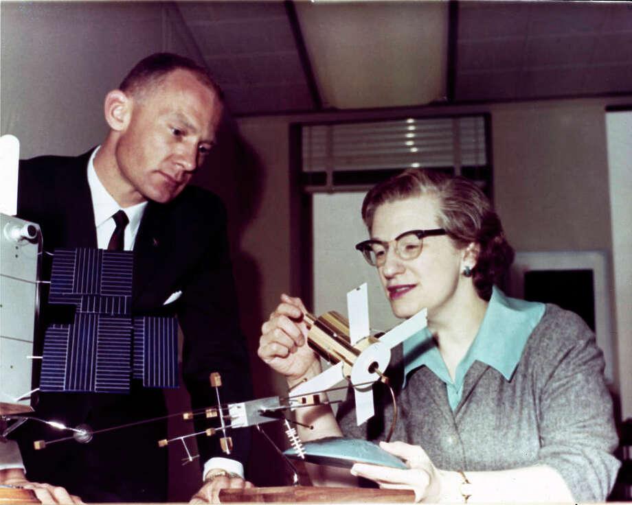 Nancy Grace Roman, NASA's first chief astronomer, explains the Advanced Orbiting Solar Observatory to astronaut Buzz Aldrin in 1965. Photo: NASA, Handout / Handout