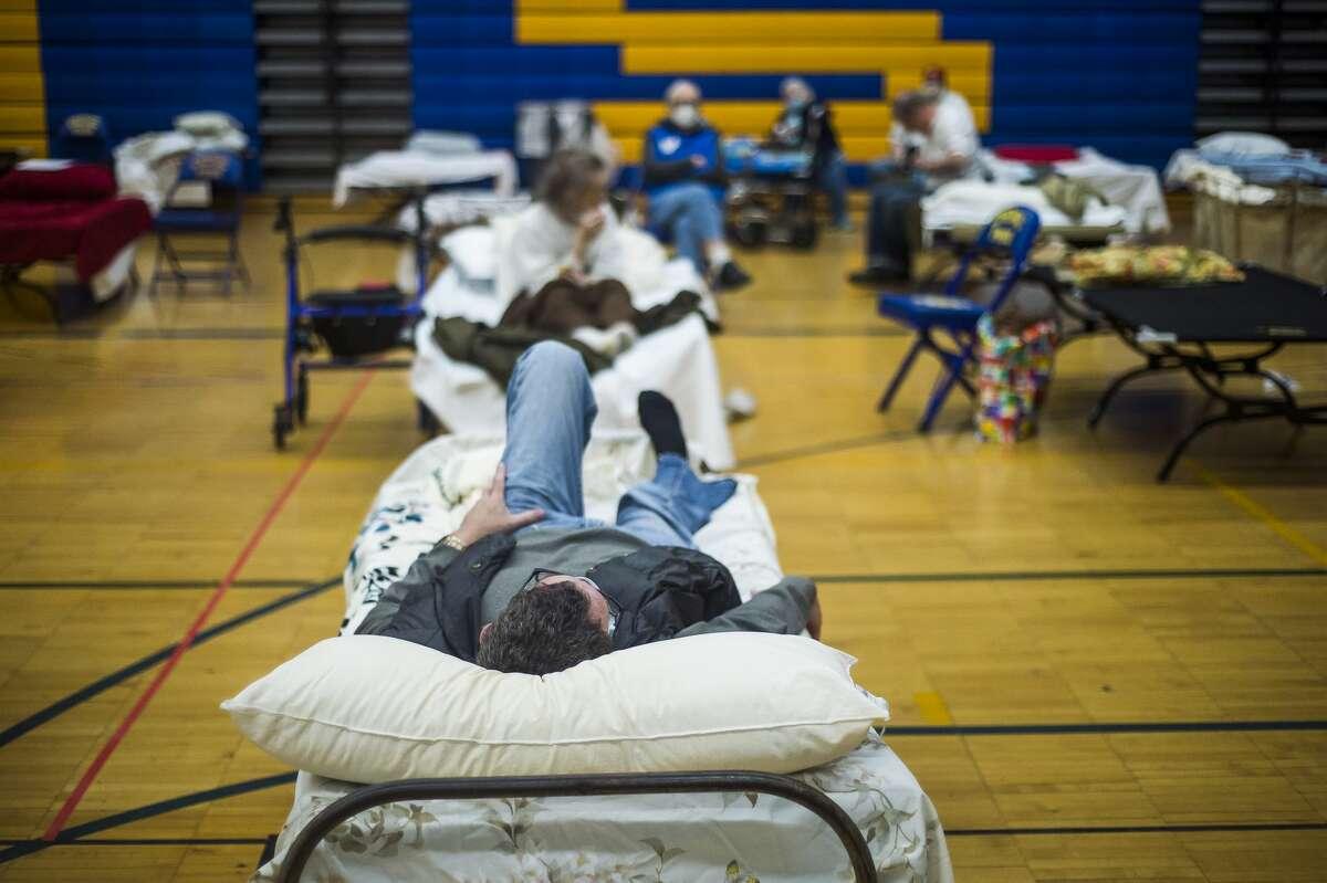 Volunteers assist evacuated Midland residents at a temporary shelter at Midland High School Wednesday, May 20, 2020. (Katy Kildee/kkildee@mdn.net)