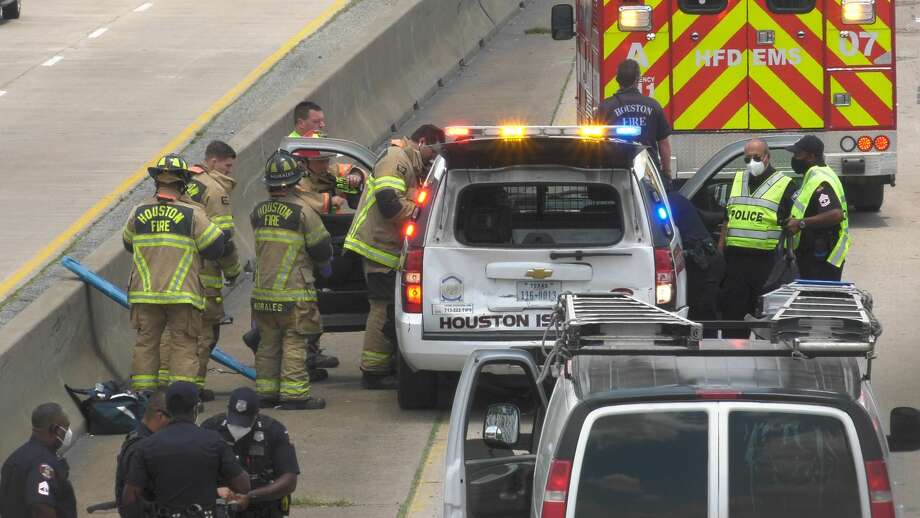 A Houston ISD police officer was injured in a crash on Texas Highway 288 near Interstate 45 on Wednesday, May 20, 2020. Photo: Jay R. Jordan / Houston Chronicle