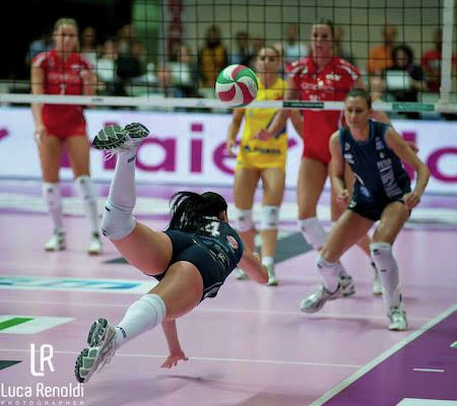 Volleyball Footwork-save steps by reading the game. Photo: SportStars Magazine