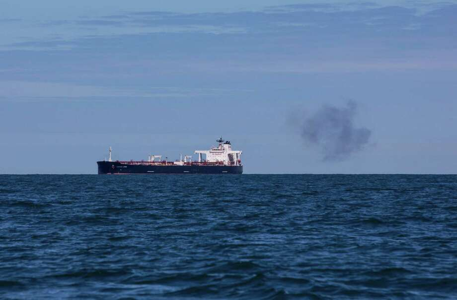 A puff of smoke blows away from the Nordic Luna, a Suezmax crude oil tanker operated by Nordic American Tankers Ltd., off the coast of Southwold, England, on May 15, 2020. Photo: Bloomberg Photo By Chris Ratcliffe. / © 2020 Bloomberg Finance LP