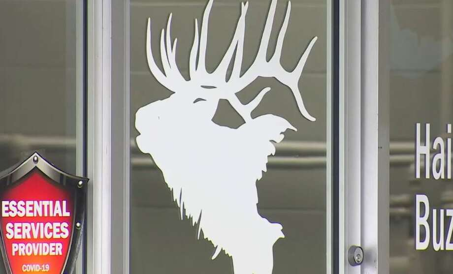 Snohomish barber shop defying stay-home order ordered by AG to immediately close. Photo: Courtesy Of KOMO News