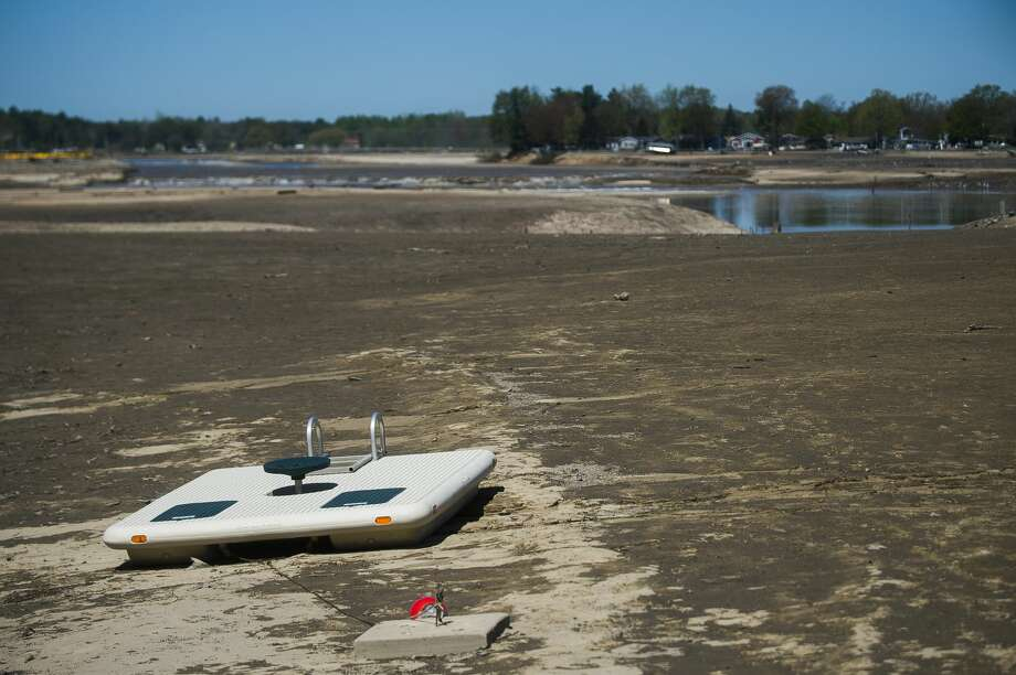 Wixom Lake is nearly empty Thursday afternoon after devastating flooding. (Katy Kildee/kkildee@mdn.net) Photo: (Katy Kildee/kkildee@mdn.net)