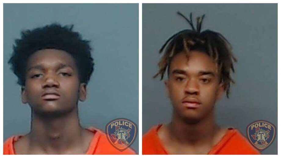 18-year-old Jaquavion Williams and 19-year-old Daquavious Akkard are wanted for aggravated robbery. Photo: Texarkana Texas Police Department