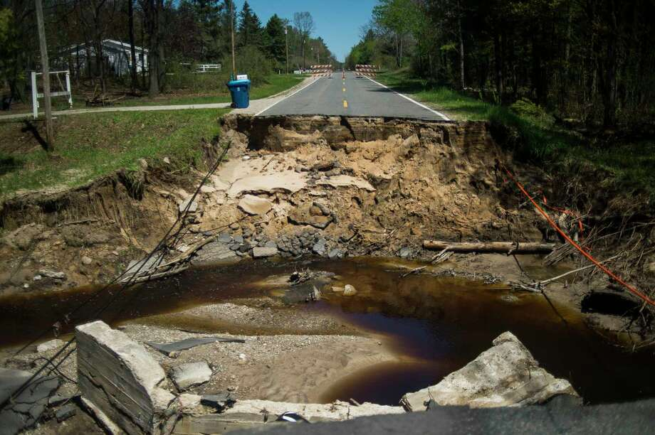 A portion of Jones Road in Billings, Mich., is completely gone Thursday, May 21, 2020, after it was decimated by flooding caused by dam failures. (Katy Kildee/Midland Daily News via AP) / Midland Daily News
