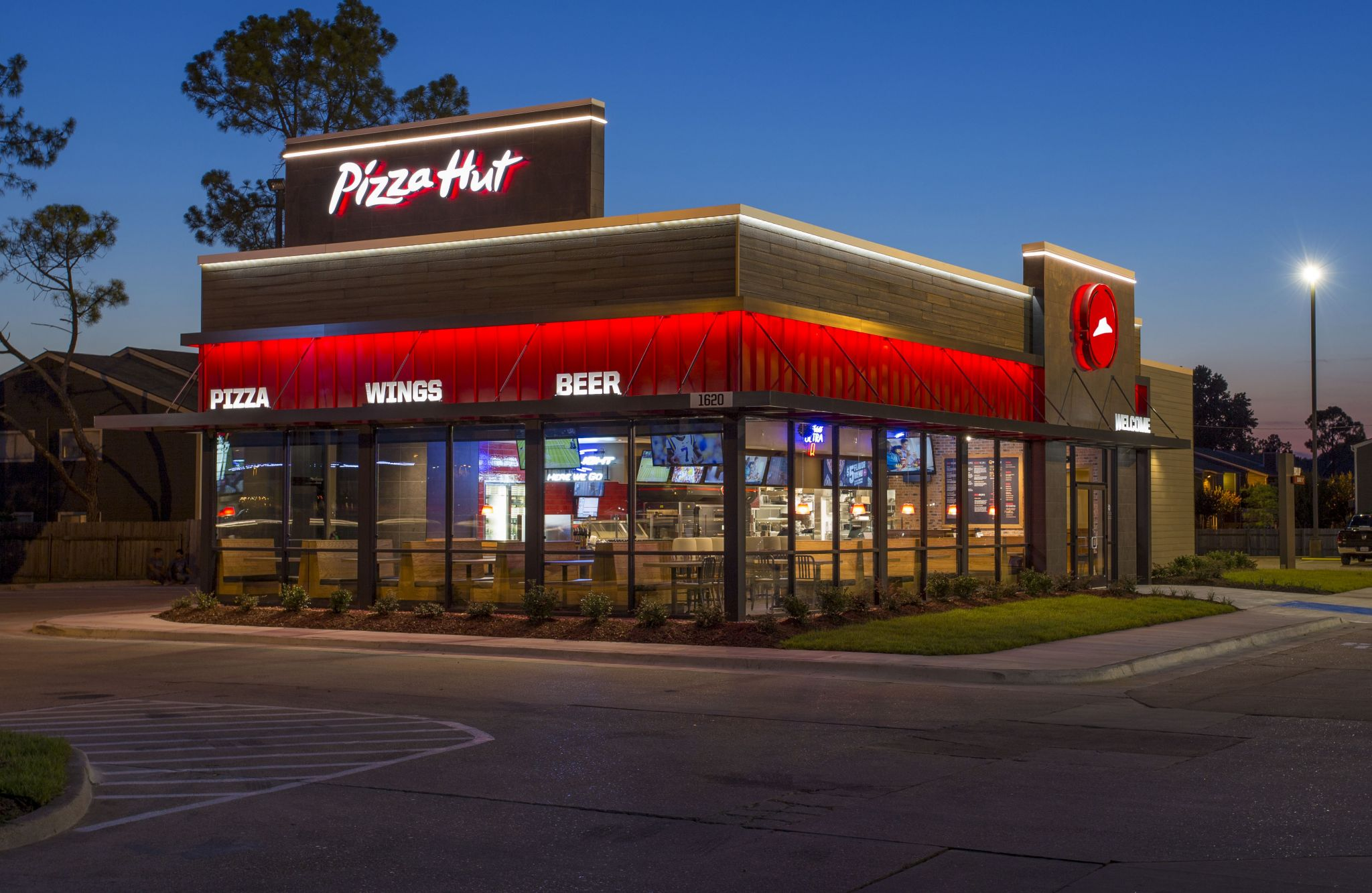 Pizza Hut is celebrating the class of 2020 with half a million free pizzas