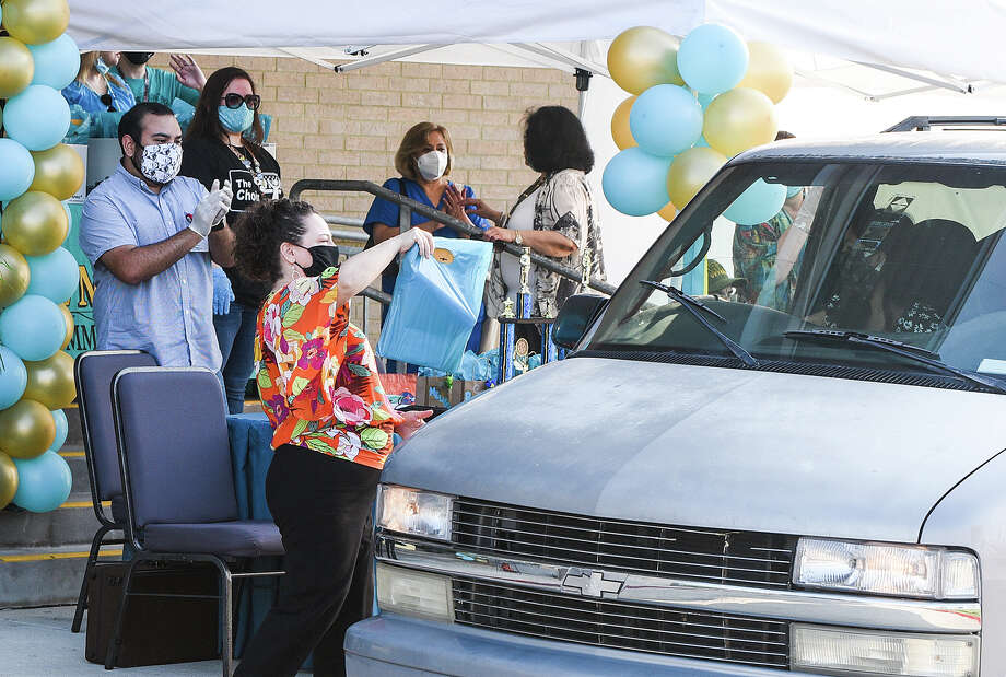 Vidal M. Trevino School of Communication and Fine Arts faculty pass out medals to LISD graduates, Friday, May 22, 2020, during the Curbside Medallion Event. Photo: Danny Zaragoza/Laredo Morning Times