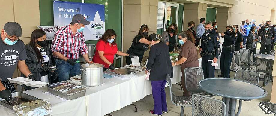 The Emergency Assistance Team, or EAT organization, together with local realtors and restaurants, helped provide lunch for first responders and front-line workers Thursday at Doctors Hospital as part of the support for Healthcare Heroes. Photo: Danny Zaragoza / Laredo Morning Times