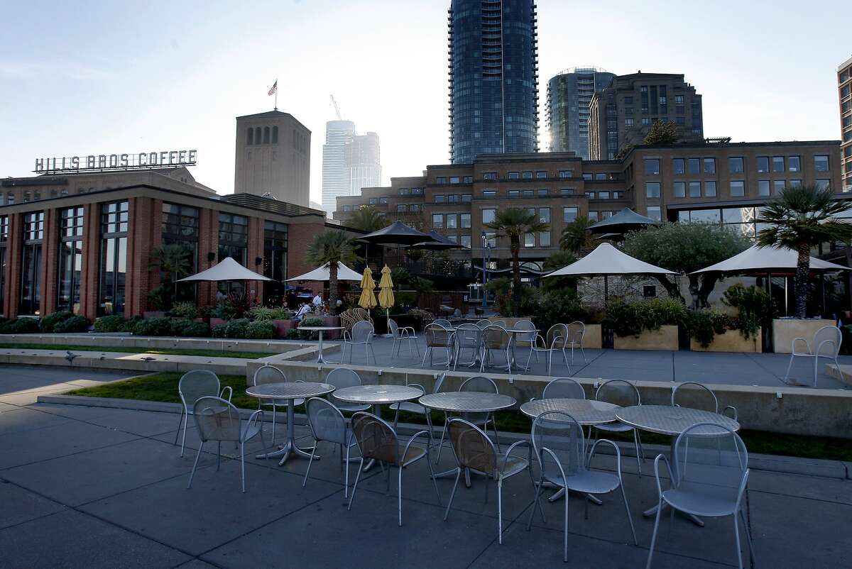 Waterbar (left) and Epic Roasthouse (right) share a patio area in San Francisco, Calif. Two popular San Francisco restaurants, Waterbar and Epic Roasthouse, sit next to each other on the Embarcadero.