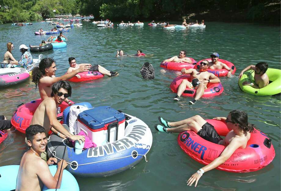 Tubers take to the Comal River at HInman Island Park in New Braunfels on May 20, 2020. Photo: Tom Reel, San Antonio Express-News / Staff Photographer / **MANDATORY CREDIT FOR PHOTOG AND  SAN ANTONIO EXPRESS-NEWS/NO SALES/MAGS OUT/TV