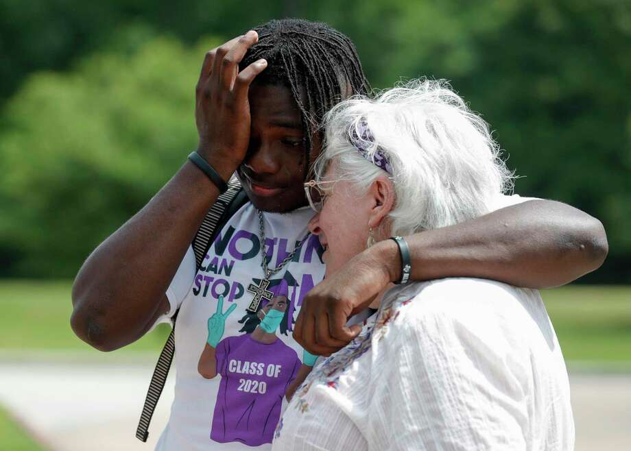 Jaquez Williams wipes tears from his face as he becomes emotional while visiting former teacher Cyn Marlowe at A.R. Turner Elementary School, Friday, May 22, 2020, in Willis. Photo: Jason Fochtman, Houston Chronicle / Staff Photographer / 2020 © Houston Chronicle