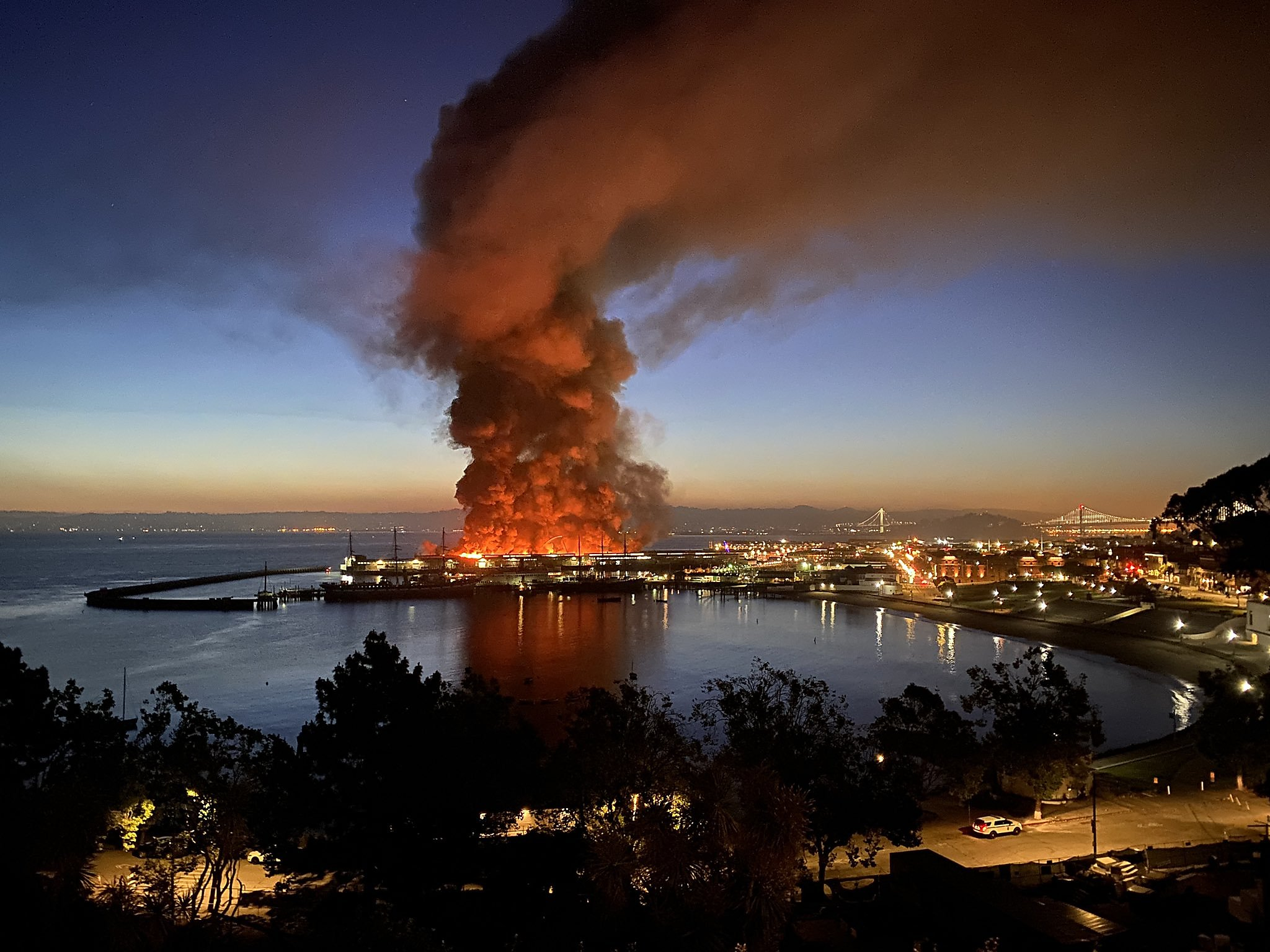 Early morning fire consumes warehouse on SF's Fisherman's Wharf