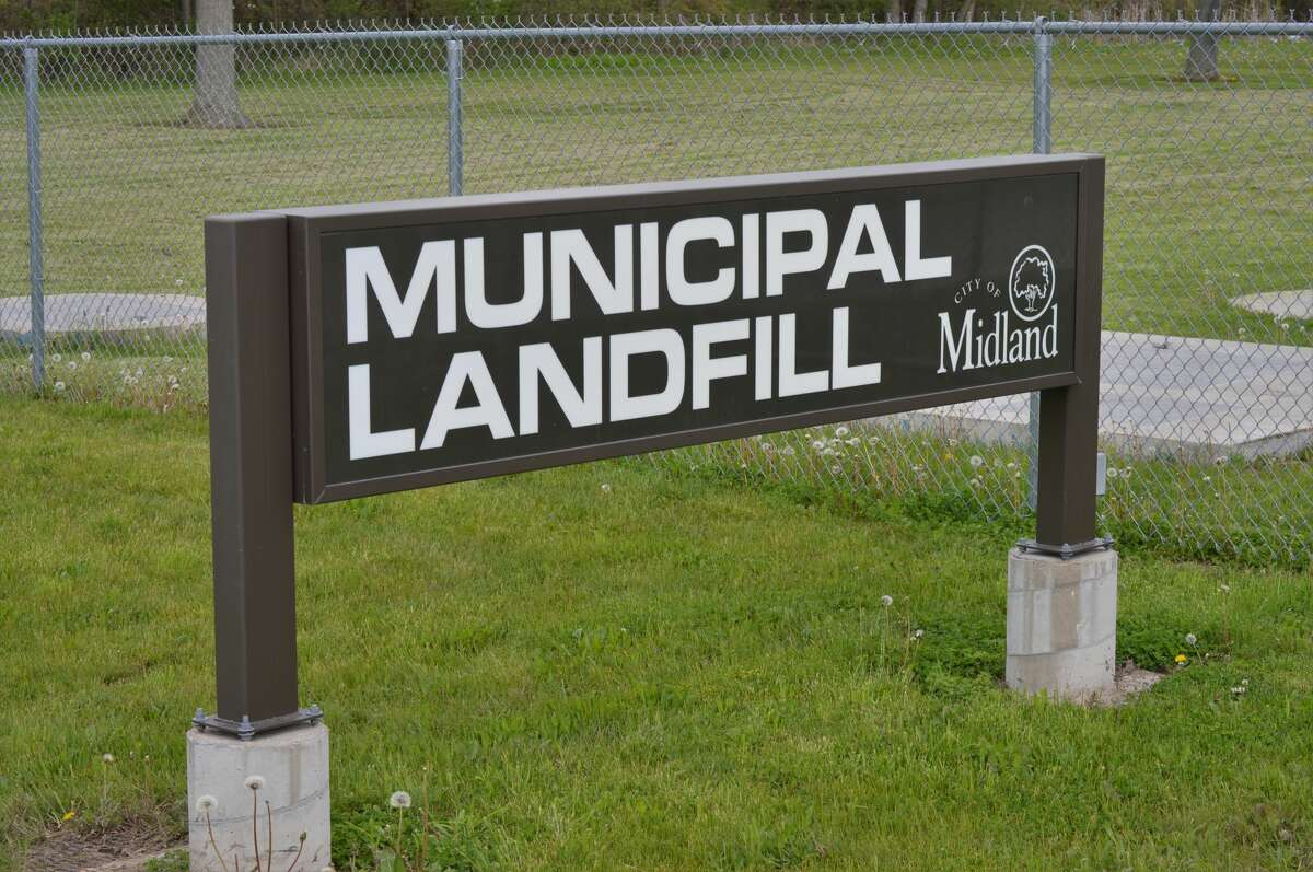 As Midland residents begin to recover and restore their flooded homes and properties, many head to the City of Midland Sanitary Landfill on Saturday ,May 23, 2020 to discard damaged property -- furniture, clothes, and more. Several trucks with trailers lined up at the gates and the city told residents to expect delays due to the high volume of people needing to drop off trash. (Ashley Schafer/Ashley.Schafer@hearstnp.com)