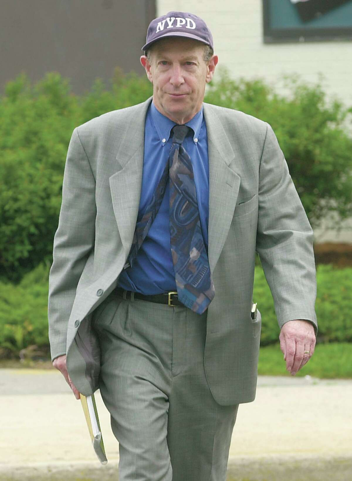 Len Levitt on his way to the Norwalk courthouse for the Skakel Trial in 2002. Levitt died at age 79 in his Stamford, Conn., home in May 18, 2020.