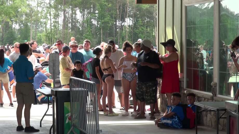 Just after sunrise, several Texas families decided to make an early start to be the first in line at Big Rivers Waterpark in New Caney. Photo: Scott Engle