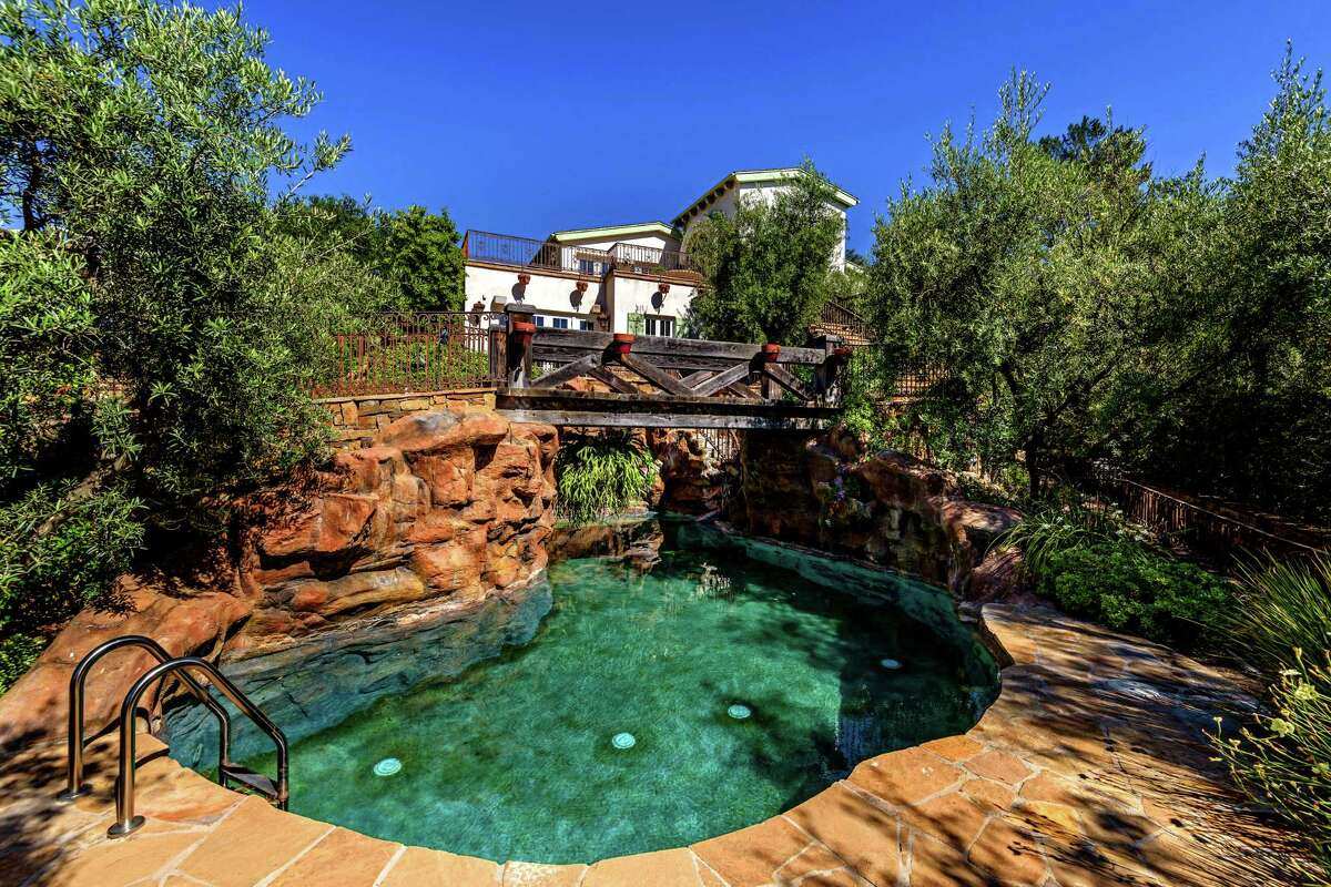 Actress Eva Longoria found a buyer for his Hollywood Hills compound in St. Louis Cardinals owner Bill DeWitt. The 2.75-acre compound, once owned by Tom Cruise, has multiple structures including two studios, a villa and a four-bedroom guest house. Stone pathways and bridges lend a whimsical quality to the grounds, which feature a resort-style pool lined with boulders. (Aaron Hoffman/Handout/TNS)