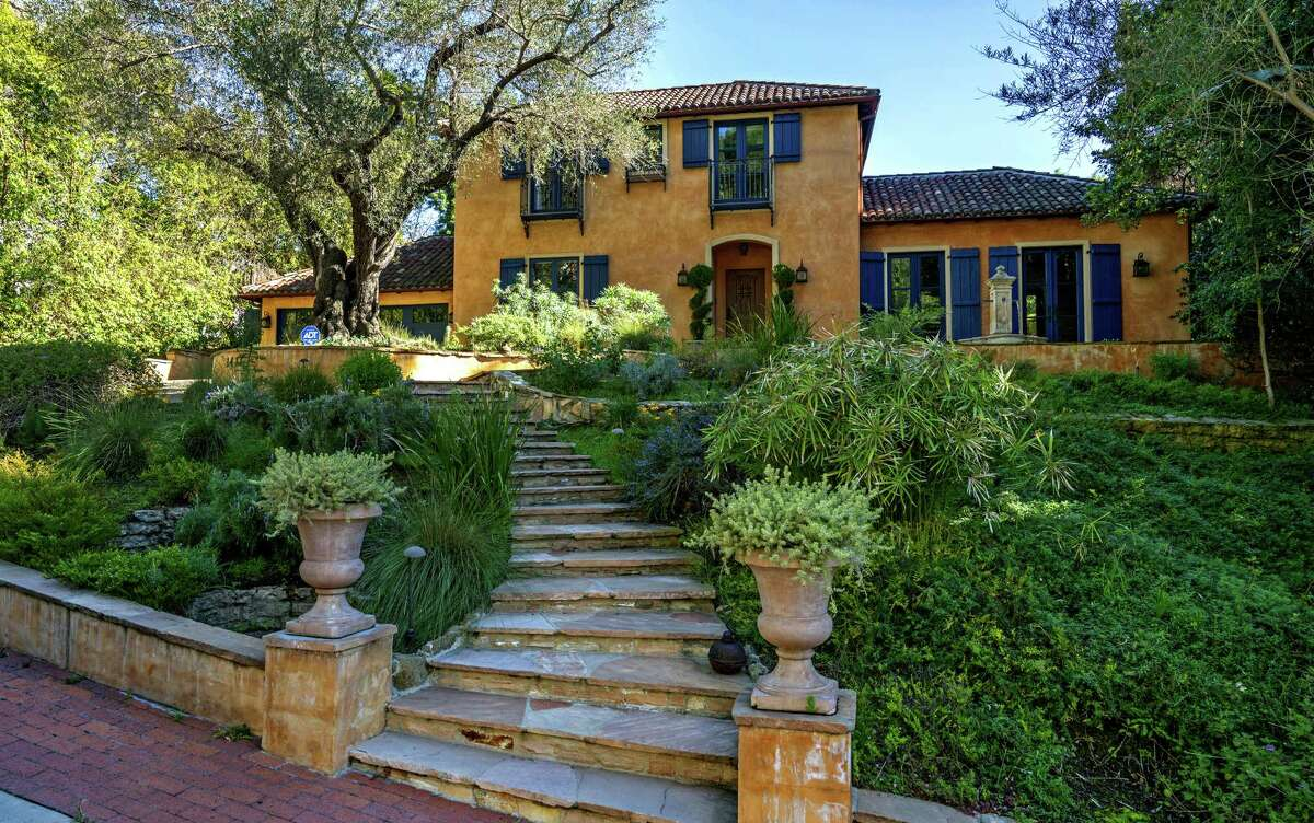 The Mediterranean Revival-style home in the Hollywood Hills was once owned by Percival Westmore, who transformed famous faces as Warner Bros' head of makeup in the 1920s and '30s. Listed for $5.495 million, the renovated and restored home features an updated kitchen, a sunken living room and French doors that open to a courtyard. (Marco Franchina/Handout image/TNS)