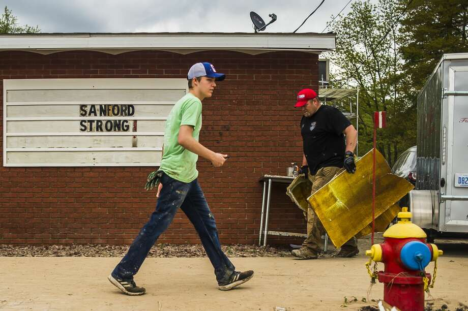 Sanford residents and business owners continue to clear debris, water and mud from the downtown area Saturday, May 23, 2020. (Katy Kildee/kkildee@mdn.net) Photo: (Katy Kildee/kkildee@mdn.net)