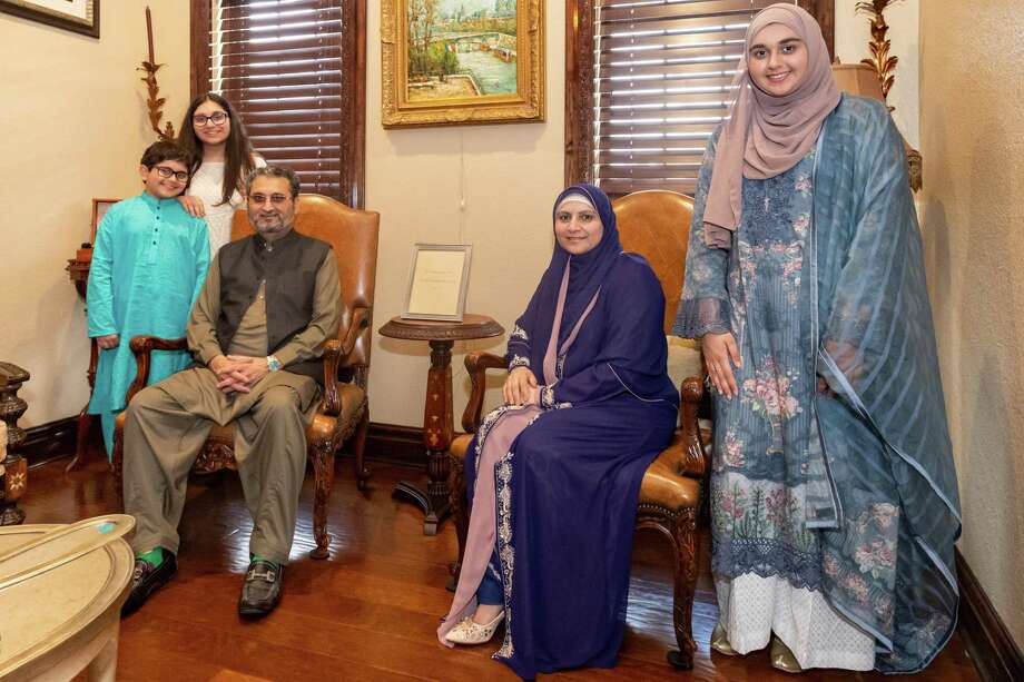 The Javed family comes together for a family portrait in their home during Eid. From left are Maaz, 9, Maryan, 13, Shahid, Farnat, and Hajrah, 19. With the coronavirus pandemic, local muslims have had to find different ways to celebrate Eid Al-Fitr in 2020. Photo made on May 24, 2020.  Fran Ruchalski/The Enterprise Photo: Fran Ruchalski, The Enterprise / The Enterprise / © 2020 The Beaumont Enterprise