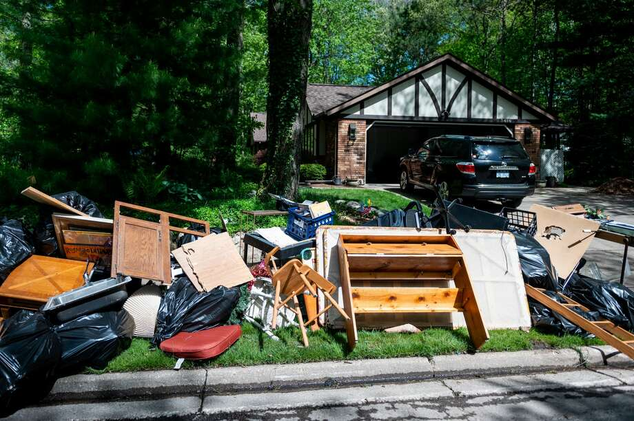 Residents of Midland and Sanford continue clearing debris from homes and businesses Sunday, May 24, 2020. (Adam Ferman/for the Daily News) Photo: (Adam Ferman/for The Daily News)