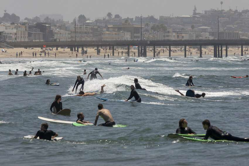 LOS ANGELES, CA - MAY 24: Holiday beachgoers head to Venice Beach on Memorial Day as coronavirus safety restrictions continue being relaxed in Los Angeles County and nationwide on May 24, 2020 in Los Angeles, California. County officials are braced for a holiday weekend that could again challenge residents' resolve to fight the COVID-19 pandemic by adhering to stay-at-home restrictions, avoiding large gatherings, wearing face coverings and social distancing when interacting with others. A growing heatwave also adds to the temptation to gather at beaches. (Photo by David McNew/Getty Images)