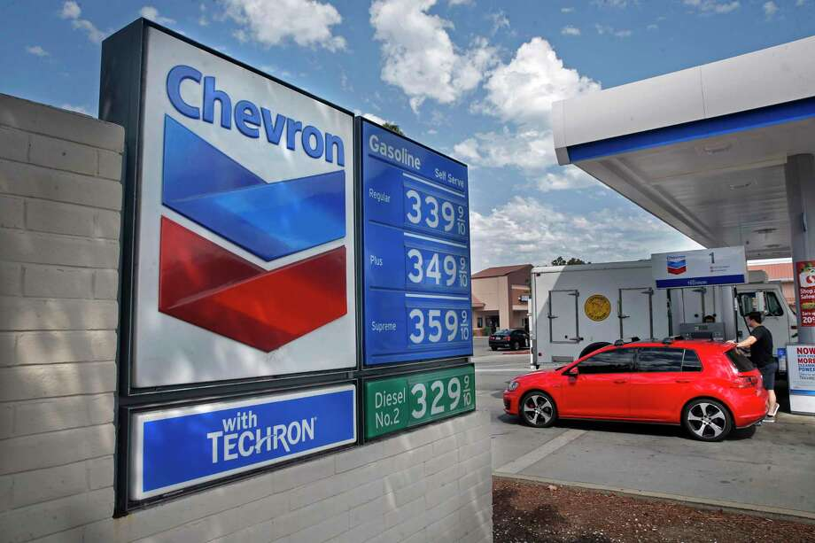 A Chevron station in Point Richmond, Calif. The plunge in petroleum demand has hit the energy industry, including oil majors. Photo: Michael Macor, Staff / The Chronicle / ONLINE_YES