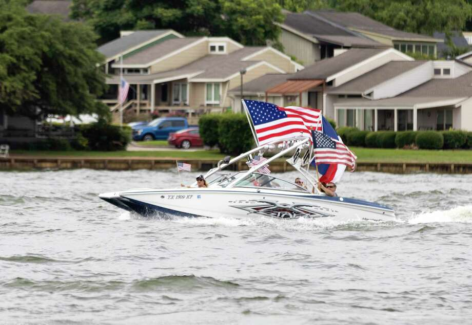 Visitors take their boats out at Lake Conroe in celebration of Memorial Day, Monday, May 25, 2020. Visitation has been sporadic throughout the Memorial Day weekend holiday due to COVID-19 and unpredictable weather in the area. Photo: Gustavo Huerta, Houston Chronicle / Staff Photographer / Houston Chronicle © 2020