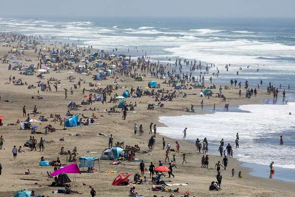 On A Virtual Memorial Day Online Remembrances Combine With Real Crowds At Parks And Beaches Sfchronicle Com The minimum value of the daily temperature is expected at around +77. on a virtual memorial day online