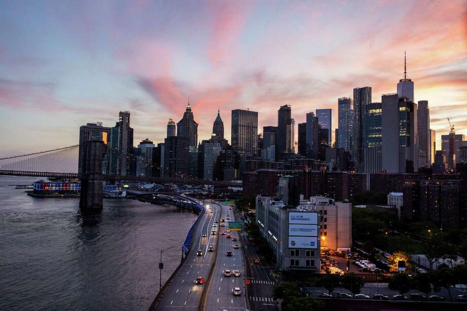 The FDR Drive on the East Side of Manhattan leads to Upstate New York, where homes have been selling quickly. Photo: Photo For The Washington Post By Demetrius Freeman. / Demetrius Freeman