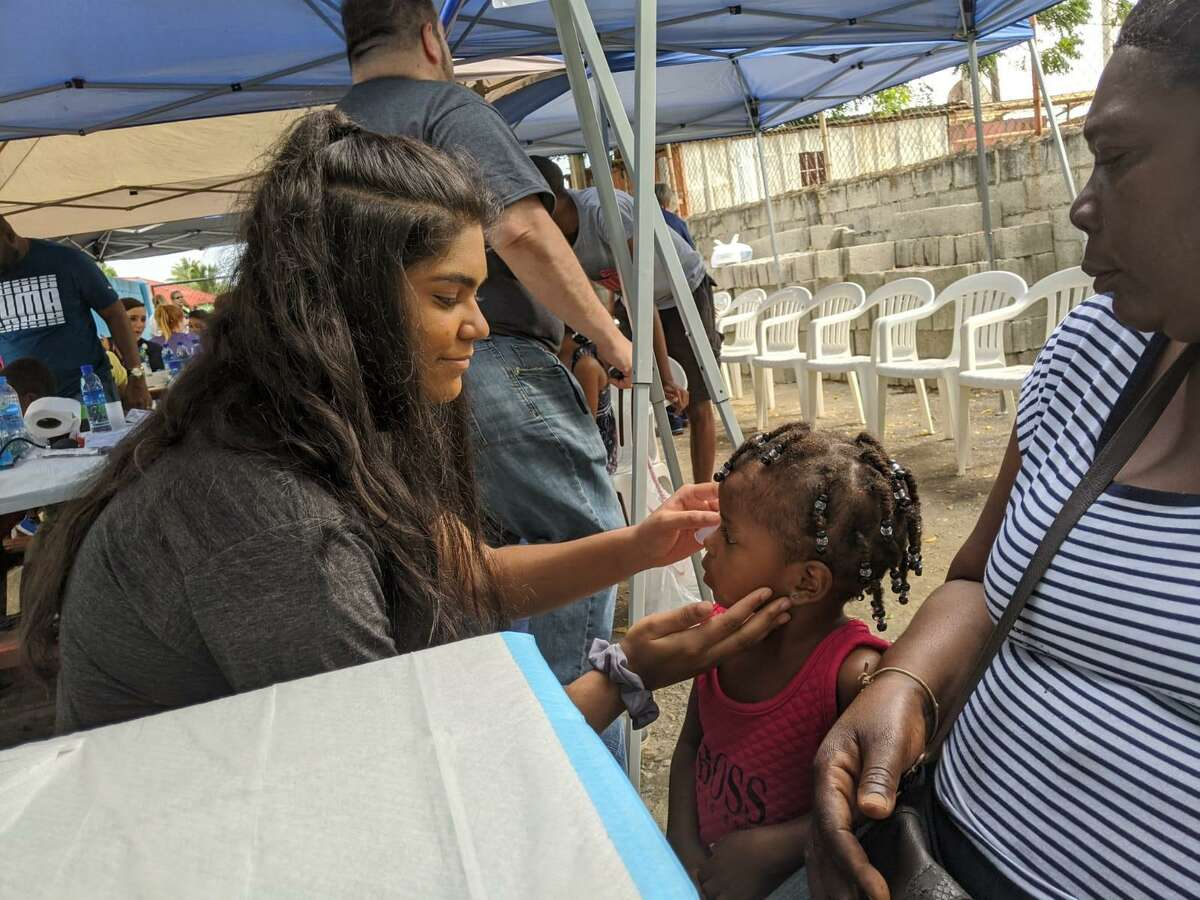 Sacred Heart Academy student Michelle Chacko '22 recently took a short-term medical mission trip to the Dominican Republic with Handfuls of Hope.