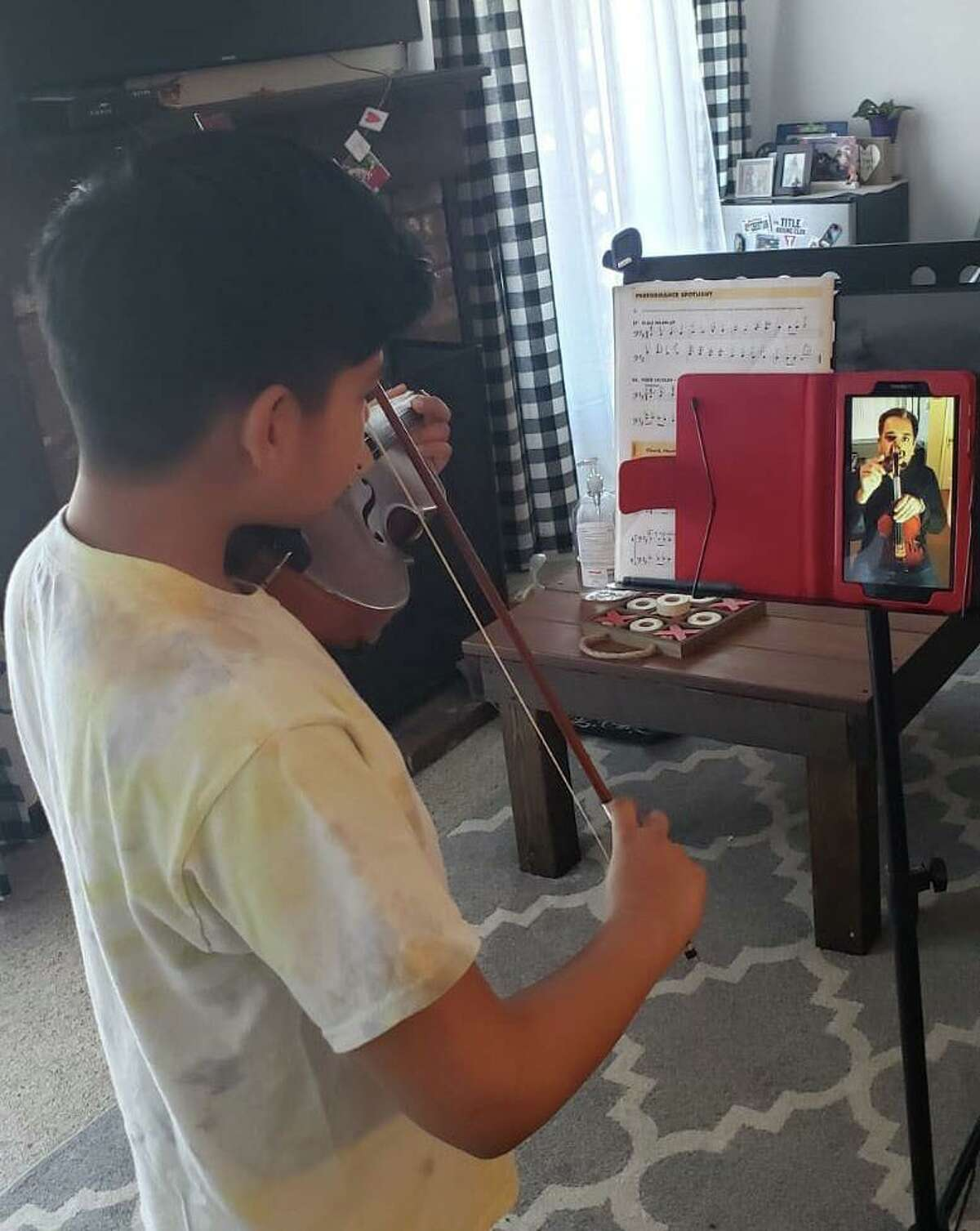 Nathaniel on violin receiving an online music class from INTEMPO's teaching artist, Colin Benn. They are practicing the Brazilian repertoire for the upcoming online Cultural Crossover Concert on Saturday May 30 at 7 p.m. via Facebook and YouTube Live. INTEMPO's mission is to make intercultural music education and literacy relevant, accessible, and inclusive. It's students come from 4 different towns and 34 different schools in Fairfield County. To learn more, visit: www.intempo.org.